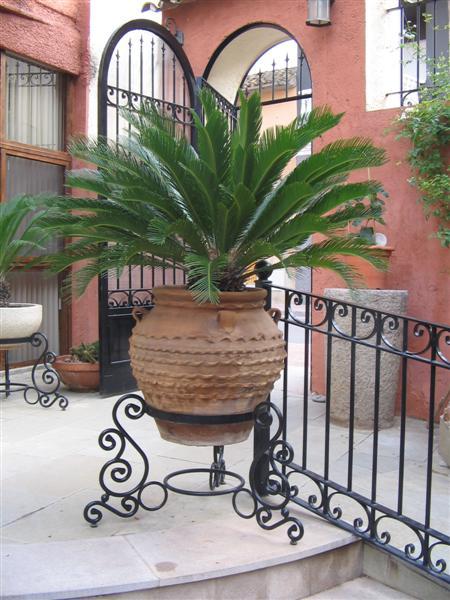 Maceteros de forja artesana y decoracion para interior - Maceteros para terrazas ...
